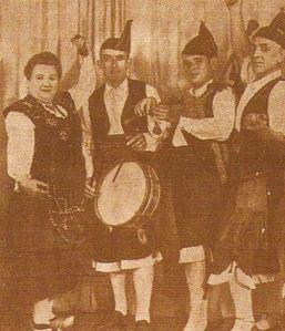 Grupo de Baile de la Compañía Asturiana Los Mariañanes al Tambor Modesto Alvarez a la Gaita Cesar Ordieres